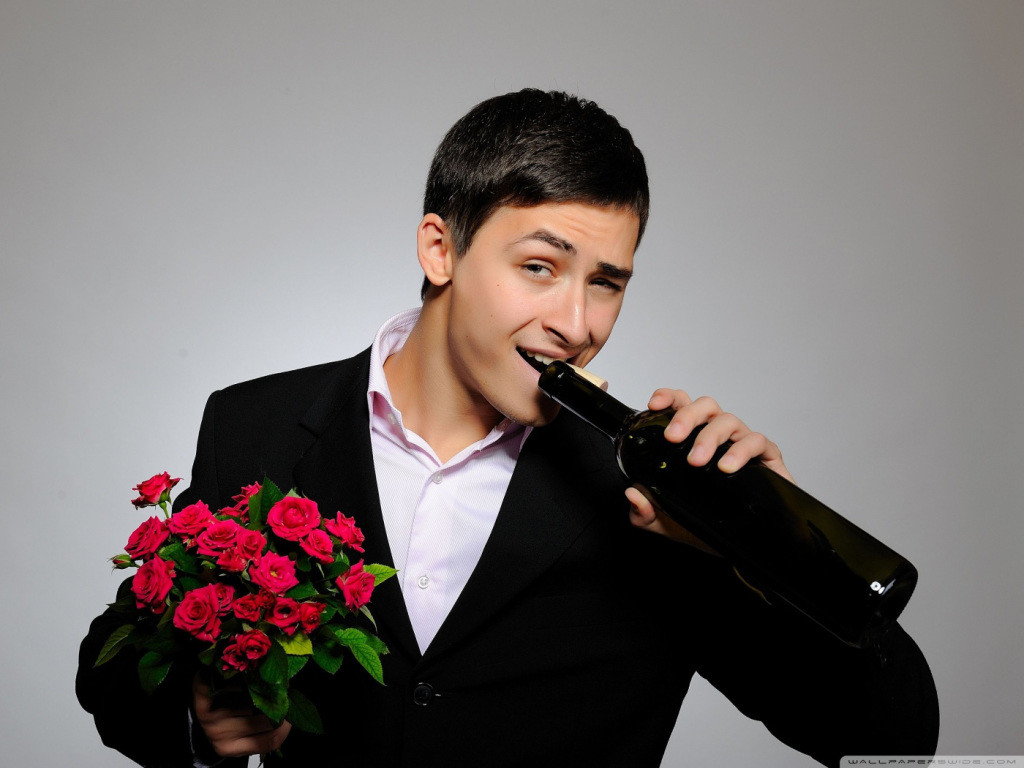 man_with_flowers_and_wine_bottle-wallpaper-1400x1050