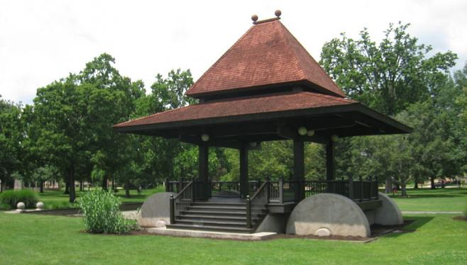 1024px-Oberlin_College_-_Tappan_Square_Bandstand_0